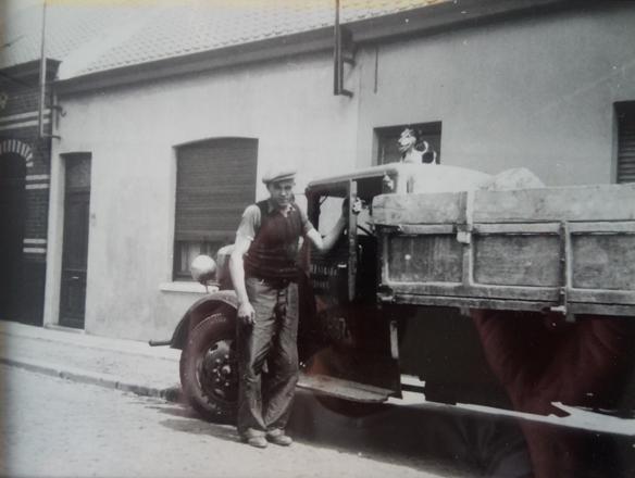 Henri Everaert met zijn vrachtwagen & hond